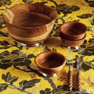 item9.rendition.slideshowWideVertical.oscar-de-la-renta-10-teak-bowls