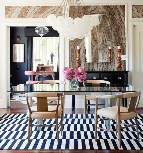 Gabriel-Hendifar-dining-room-agate-walls-black-white-striped-rug-bulb-pendant1